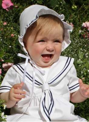 Christening bonnet with seaman's look