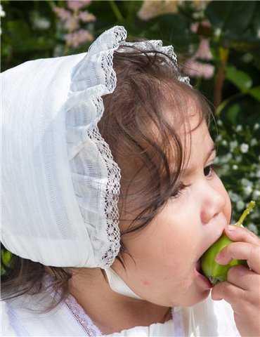 Dopklänning i ljuv romantisk stil