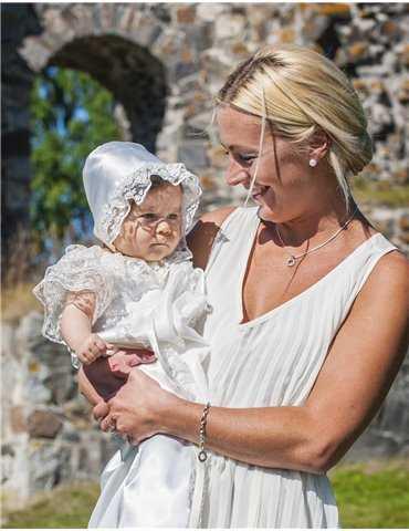 charmtroll i söt Dopklänning