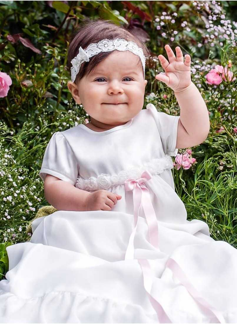 Baptism gown with romantic look for girls