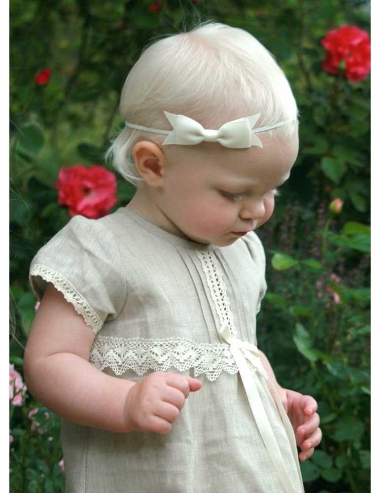 Dopklänning med vacker Vit spets