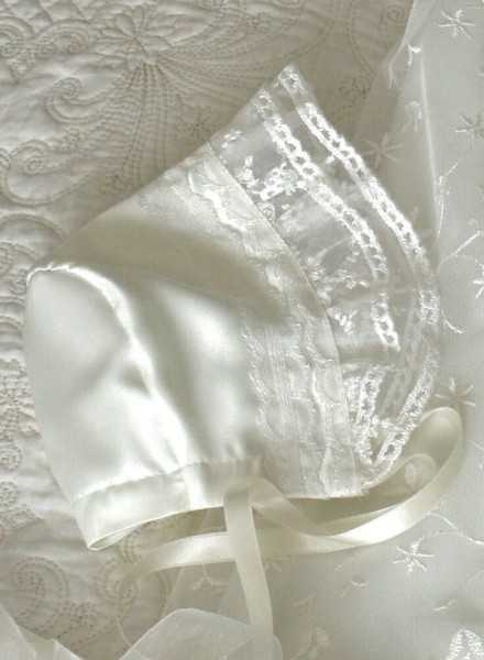 exclusive beautiful christening bonnet Grace Estelle with beautiful lace i ivory