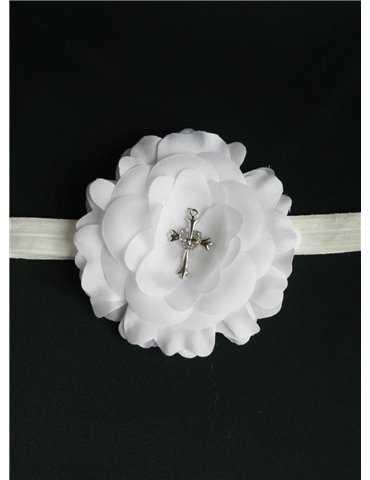 gulligt dopbarn med hätta i sjömansklänning