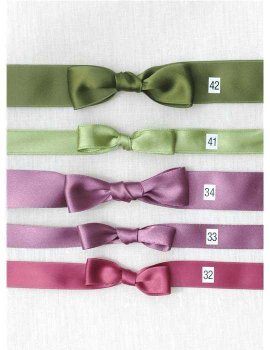 Dopklänning med himmelsblå namnbrodyr
