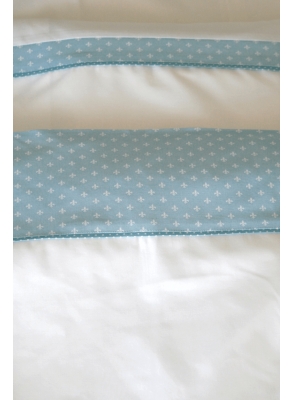 Baby bedding with blue details for boy