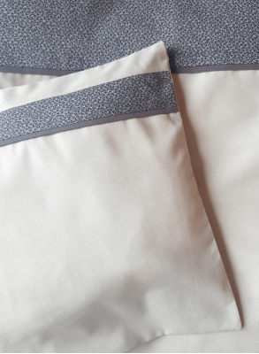 Bed linen for cot bed with own choice of cembroidery