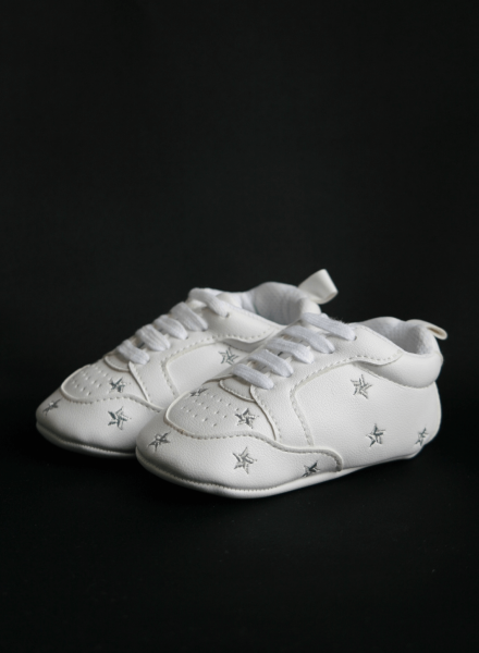 Baby shoes with silver-gray stars