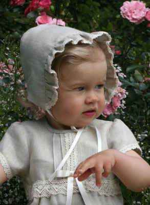 Dophätta the beautiful model Grace Tradition natural colored linen with cute lace