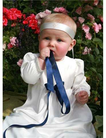 grå babyfilt och body med söt svart katt