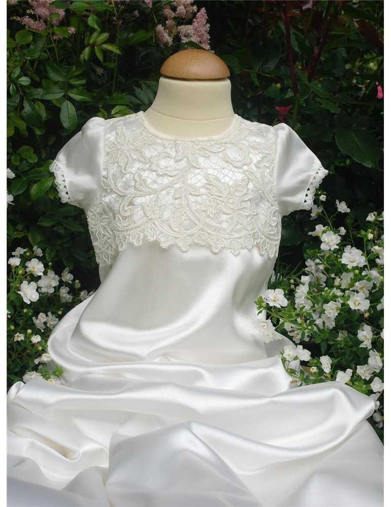 Dopklänning med stifull kjollängd