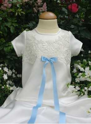 Christening gown Grace-Milian in off white lace and satin