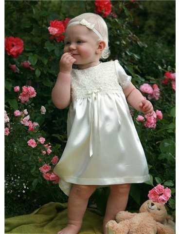 Dopklänning på sötaste tjejen i vitt