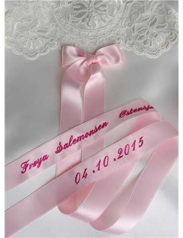 Dopklänning i vitt siden