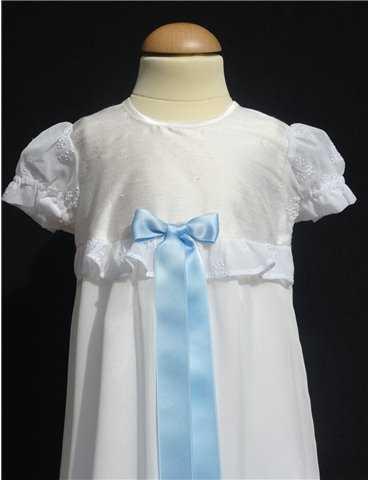 Dopklänning i gameldags stil i  bomull