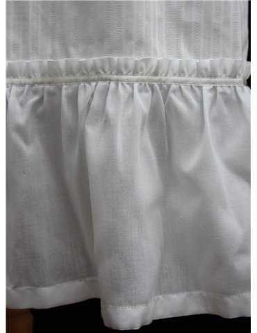 Dopklänning med rosdekor