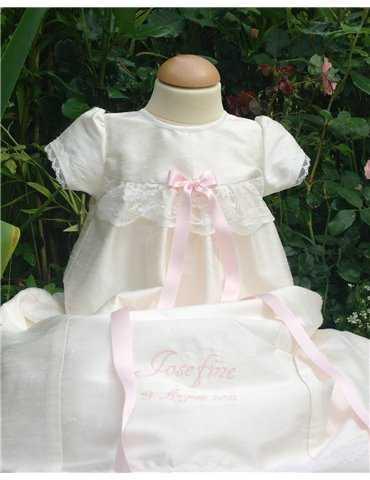 Dopklänning med blombroderi  i siden