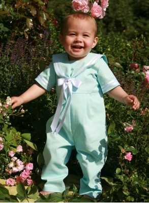 Sailor suit in turquoise...