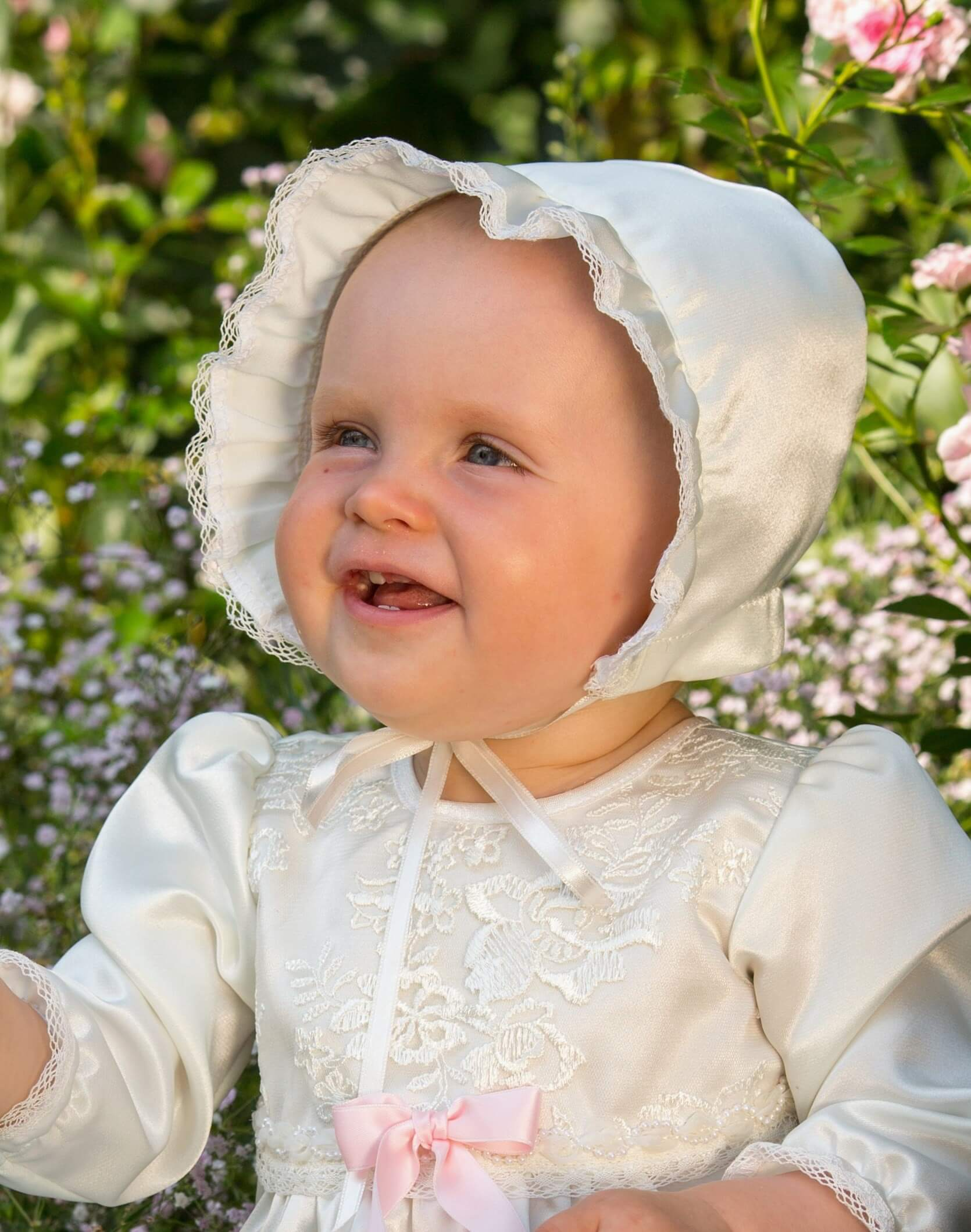 Christening bonnet Grace-Madde in off white satin
